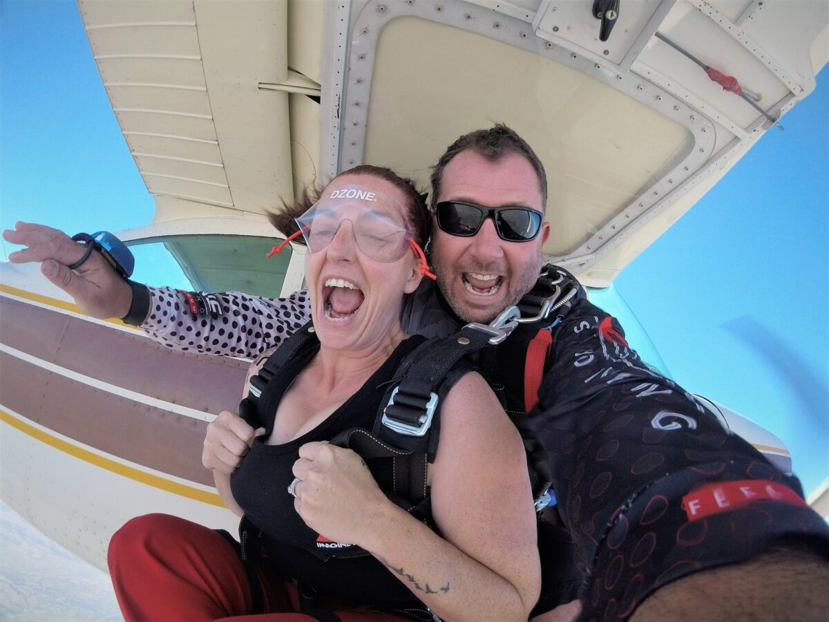 Tandem skydiving - DZONE® Skydiving